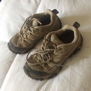 MERRELL Woman's Moab 2 Vent Hiking Shoes
